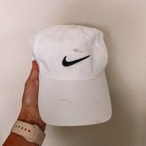 White Nike golf hat one size